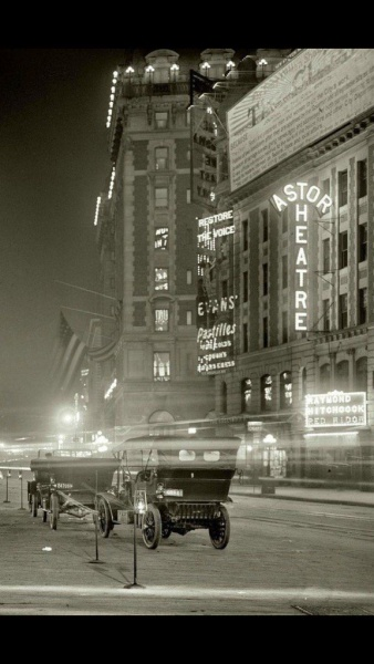 Astor Theatre, Looking South down Seventh Avenue