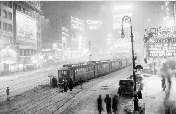 45th Broadway Looking NNW - 1936